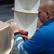 Монтаж крепежа боковой части мебельной конструкции